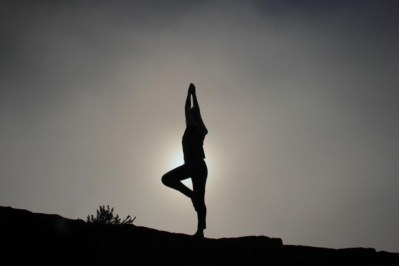 yoga-pose-1082172_1280.jpg